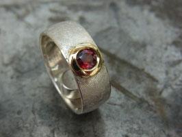 "Ring ""Runde Sache"" (Granat/schmal)"