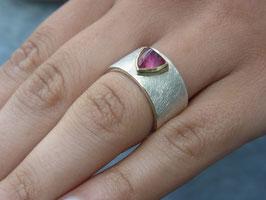 Ring Turmalincabochon pink (schmal)