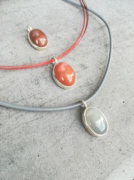 Mondsteinanhänger (oval/orange-rot)