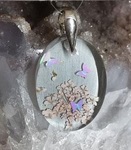 Anhänger mit getrockneten Blüten und Schmetterlingen (925er Silber) farbig hinterlegt