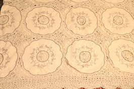 Nappe en coton broderie et  crochet entièrement fait main couleur écru et ficelle