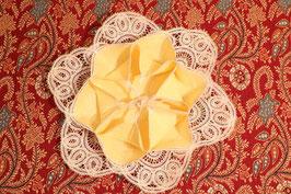 Marguerite pour petits pains en coton et fines broderies - jaune pâle