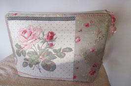 Trousse de toilette fleuri de bouquets de roses
