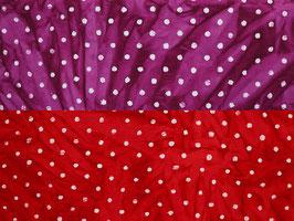 Batikstoff mit weißen Punkten, rot, lila