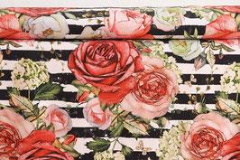 Große rote Rosen auf Streifen s/w