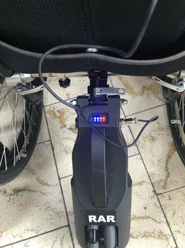 Rollstuhl Schiebehilfe Champ Driver Remis C2 Steuereung auch für Begleitpersonen, sehr leichte Montage dank Schiebevorrichtung