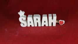 Beton, Steinguss Buchstaben 3D Deko Namen SARAH als Geschenk verpackt mit Stern und Herzklammer!