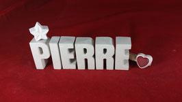 Beton, Steinguss Buchstaben 3D Deko Namen PIERRE als Geschenk verpackt!