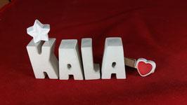 Beton, Steinguss Buchstaben 3D Deko Namen KALA als Geschenk verpackt mit Stern und Herzklammer!