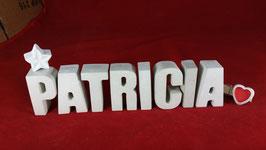 Beton, Steinguss Buchstaben 3D Deko Namen PATRICIA als Geschenk verpackt mit Stern und Herzklammer!