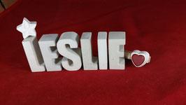 Beton, Steinguss Buchstaben 3D Deko Namen LESLIE als Geschenk verpackt mit Stern und Herzklammer!
