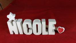 Beton, Steinguss Buchstaben 3D Deko Namen NICOLE als Geschenk verpackt mit Stern und Herzklammer!