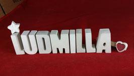 Beton, Steinguss Buchstaben 3D Deko Namen LUDMILLA als Geschenk verpackt mit Stern und Herzklammer!
