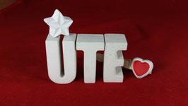 Beton, Steinguss Buchstaben 3D Deko Namen UTE als Geschenk verpackt mit Stern und Herzklammer!