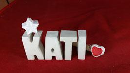 Beton, Steinguss Buchstaben 3D Deko Namen KATI als Geschenk verpackt mit Stern und Herzklammer!