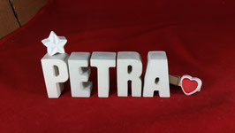 Beton, Steinguss Buchstaben 3D Deko Namen PETRA als Geschenk verpackt mit Stern und Herzklammer!