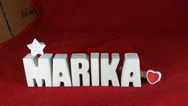 Beton, Steinguss Buchstaben 3D Deko Namen MARIKA als Geschenk verpackt mit Stern und Herzklammer!