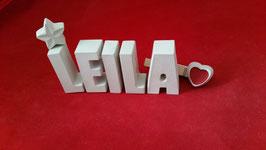 Beton, Steinguss Buchstaben 3D Deko Namen LEILA als Geschenk verpackt mit Stern und Herzklammer!