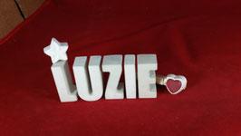Beton, Steinguss Buchstaben 3D Deko Namen LUZIE als Geschenk verpackt mit Stern und Herzklammer!