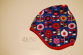 60 Helmmütze mit Fleecefutter, Scandiblumen auf Köngsblau