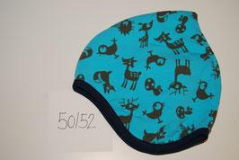 70 Helmmütze mit Fleecefutter, Waldtiere auf hellblau