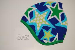 68 Helmmütze mit Fleecefutter, Sterne in blau- und grüntönen