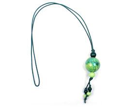 Halskette mit grünen Kugeln