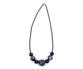 Halskette mit schwarz / silber Kugeln