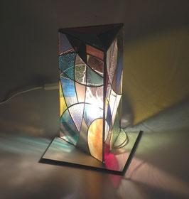Lampe triangle côté 17cm  haut.32cm