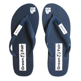 Green & Fair: Faire FlipFlops aus Naturlatex in navy/grau