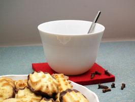 YOU Biskuitporzellan Teeschale/ Dipschale auf Filzuntersetzer + Holzring
