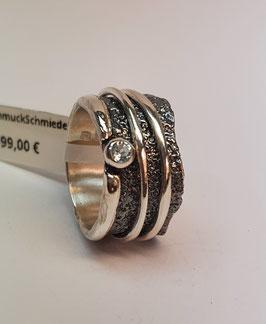 Ring EvaStone 925/- Silber geschwärzt einem facettierten wasserblauen Topas fecettiert und 2 hellen Drehringen