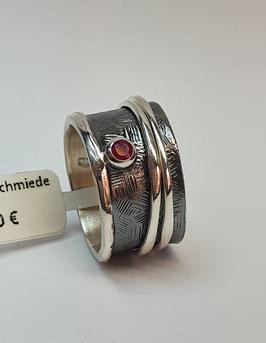 Ring EvaStone 925/- Silber geschwärzt mit einem Rubin und 2 hellen Drehringen