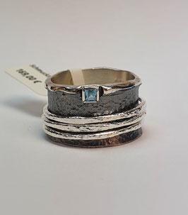 Ring EvaStone 925/- Silber geschwärzt mit 3 hellen Drehringen mit Blau Topas carré