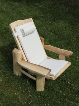 Großer Holzstuhl mit Sitzkissen