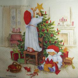 """Салфетка """"Дети украшают елку"""""""