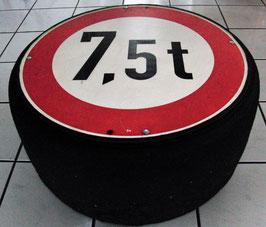 Reifen Tisch / Hocker aus Rennreifen mit orginal Verkehrsschild