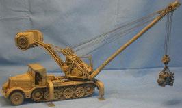 Sd.Kfz. 9/2  18t Zugmaschine FAMO mit 10t Demag Kran