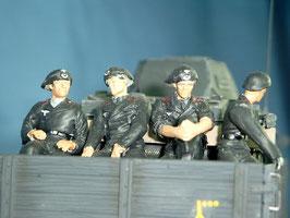 4 sitzende Panzersoldaten für Faun L 900 Ladefläche