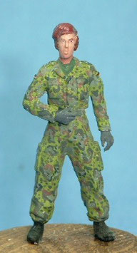 Soldatin in Feldbluse