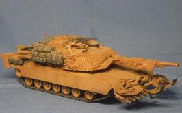 Kampfpanzer M1 A1HA Abrams mit Ramta TWMP Minenpflug der US Streitkräfte
