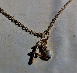 Collier avec pendentif croix et cœur plaqué or – 45 cm