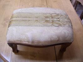 Repose-pieds Louis-Philippe tissu doré luxe