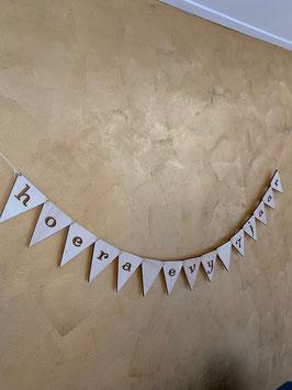 Mooie houten verjaardagsslinger in handig opbergkistje