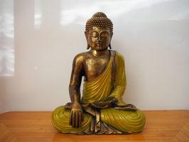 Buddha in Geste der Erdberührung aus Resin - B19/54