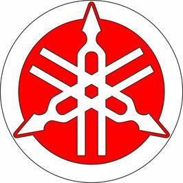 Emblema YAMAHA en blanco con fondo rojo 14 ctms.