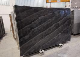 Quarzit Treppe Black Fusion poliert