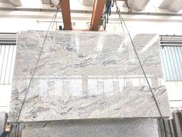 Granit Treppe Ivory Fantasy poliert gewendelt