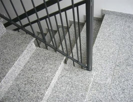 Granit Treppe Bianco Sardo poliert