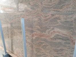 Granit Treppe Paradiso Bash poliert gewendelt